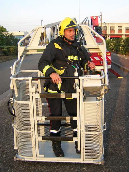 Patrice bourree sapeur pompier volontaire caserne septeuil for Garage peugeot asnieres